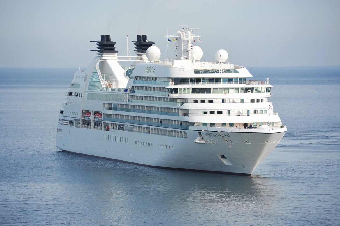 Book Singapore Cruise Packages and Family Trip with Roaming Routes